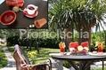 Hotel Ideal - La colazione sul patio in giardino