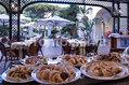 Hotel La Reginella - La colazione in giardino