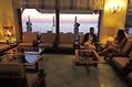 Uno sguardo ai tramonti dai salottini interni.