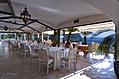 Ristorante Oasis con terrazza a picco sulla baia di Citara.