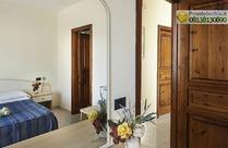 Relais economy villa Agave camere senza aria condizionata a 250 mt dall'hotel.