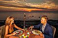 Una cena tipica durante un meraviglioso tramonto.