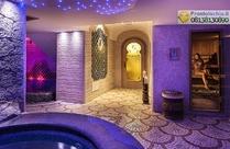 Percorso Afrodite con docce multifunzionali,bagno turco e piscina termale con idromassaggio.