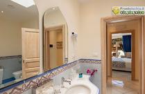 I servizi privati con vasca idromassaggio Suite Il Faro.