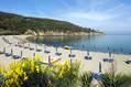 La splendida spiaggia di San Montano, gratuita per gli ospiti dell'Hotel.