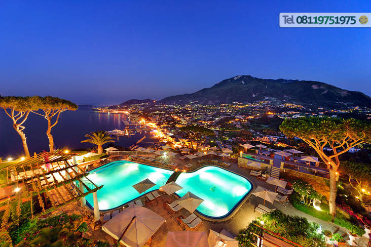 Belvedere in notturna dalle terrazze dell'Hotel.