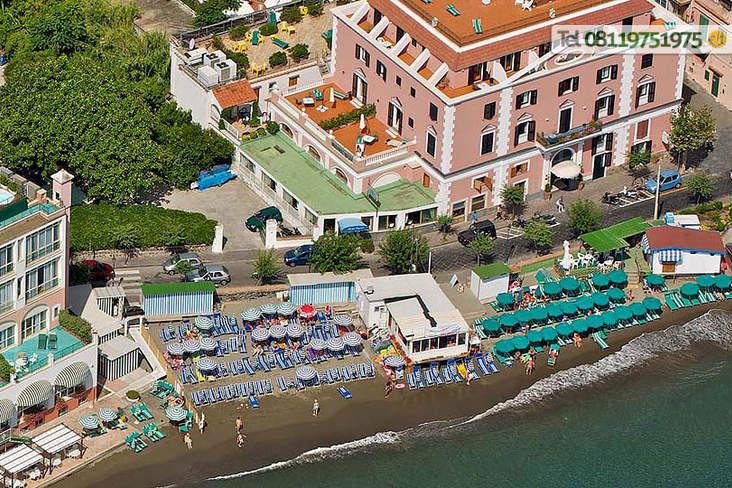 Spiaggia privata inclusa nel prezzo.