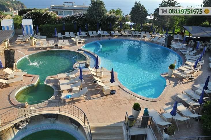5 piscine termali 3 esterne 2 interne (anche comunicanti).