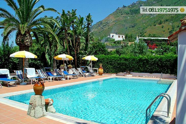 La piscina acqua naturale riscaldata da 28 a  35°.
