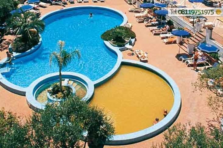 Piscina termale, piscina naturale con solarium attrezzato e percorso Kneipp.